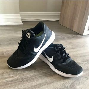 Women's Nike Free Runs Shoes -size 7
